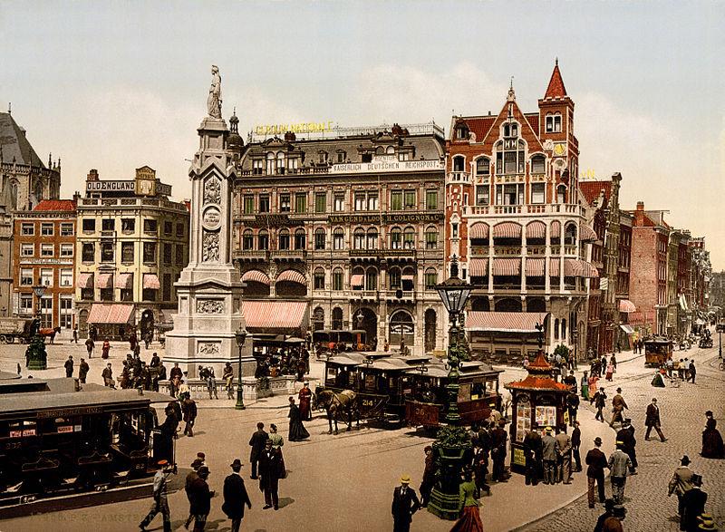 Amsterdam, Dam, straatfiguren